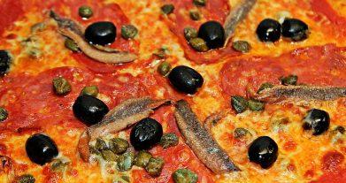 Receta de pizza con anchoas fácil de hacer y preparar