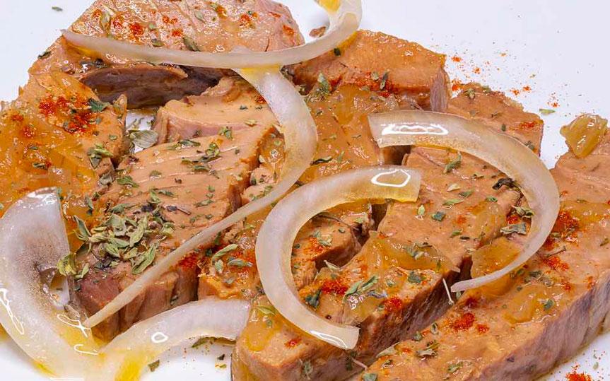 Receta de atún rojo encebollado al estilo de Barbate