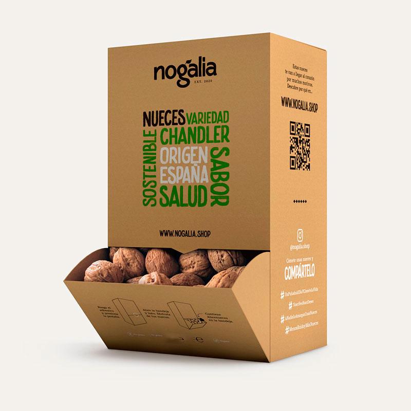 Nueces enteras Chandler en caja de 3 kg.