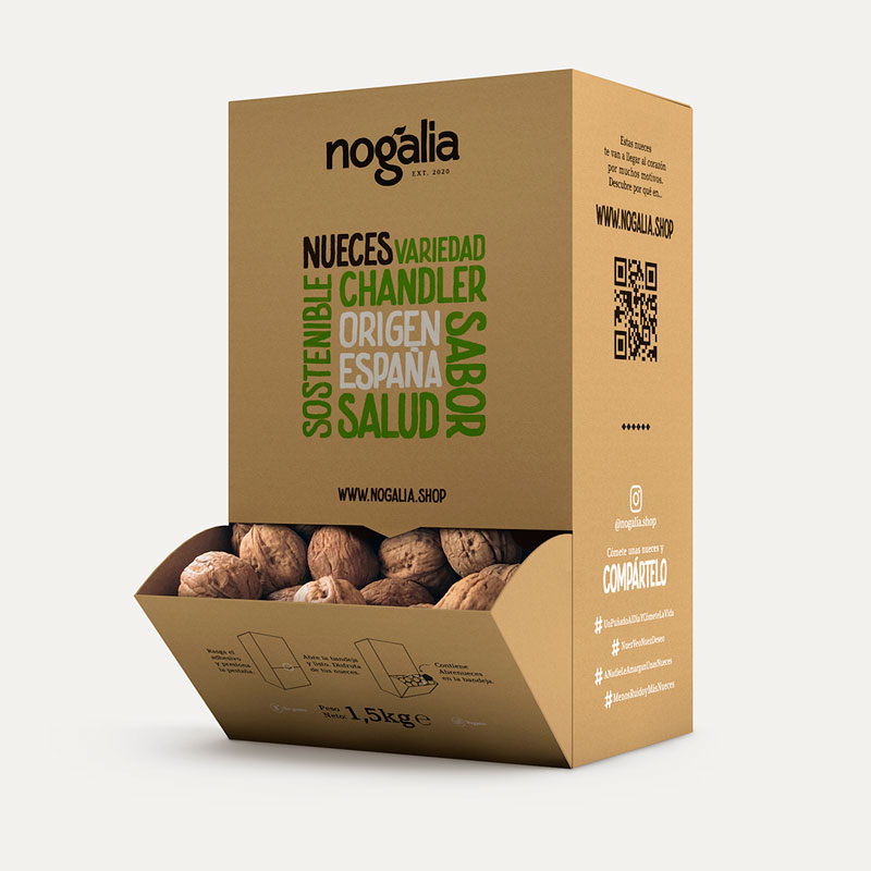 Nueces enteras Chandler en caja de 1,5 kg.